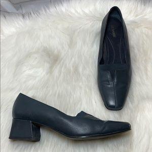 Liz Baker VTG Black Leather Comfort Heels Size 7
